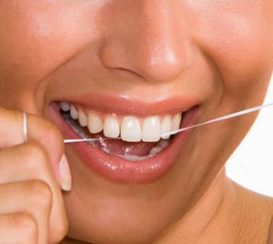 نخ دندان برای لبخندی درخشانتر