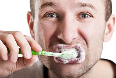محکم مسواک زدن لثه و دندان
